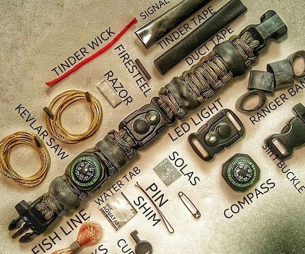 Верёвочный браслет с полным набором средств для выживания