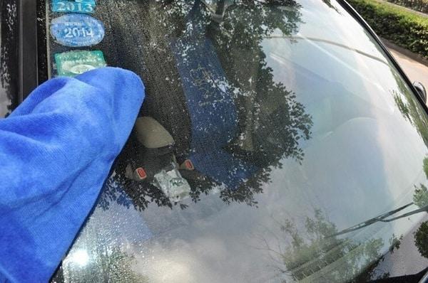 Средство для нанесения гидрофобного слоя на автомобильные стёкла