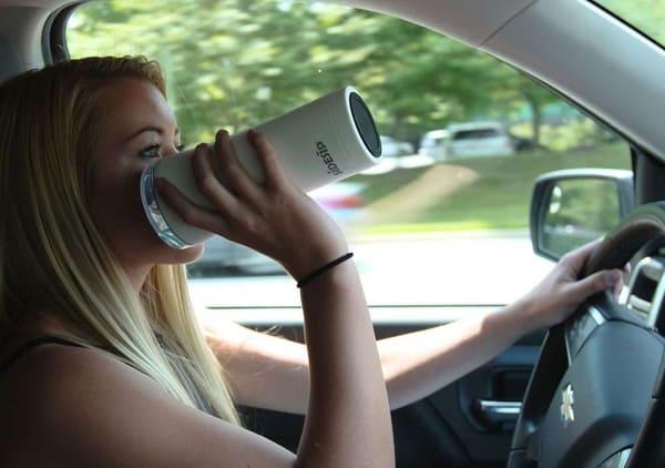 Наиболее безопасный стакан для водителей Sidesip