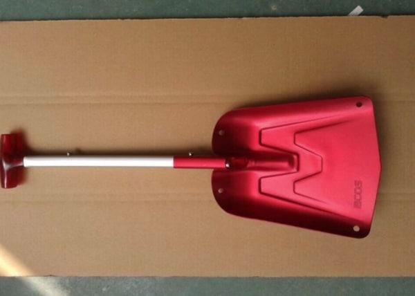 Совковая лопата для уборки снега