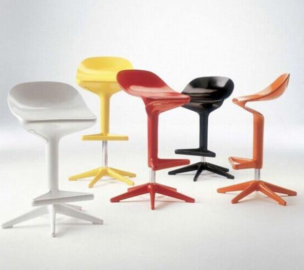 Барный стул из пластика