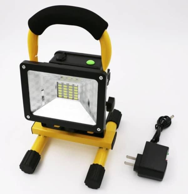 Мощный переносной прожектор с металлической рамой