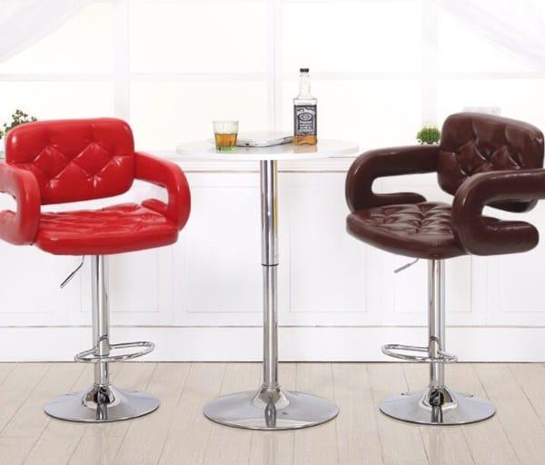 Мягкие стулья с подлокотниками