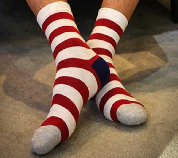 Новогодние носки в красную полоску