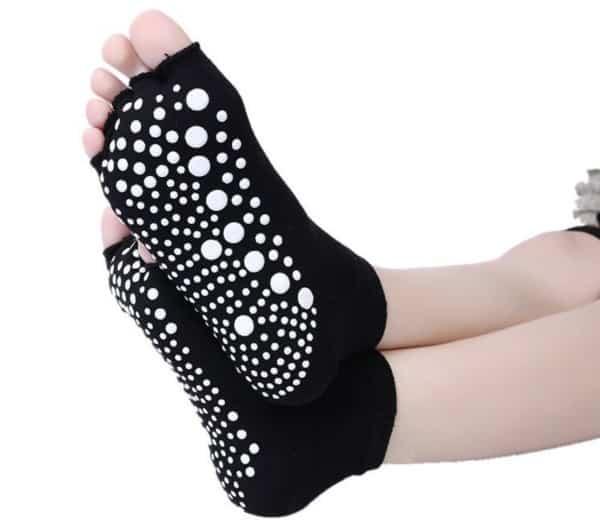 Носки для йоги с открытыми пальцами