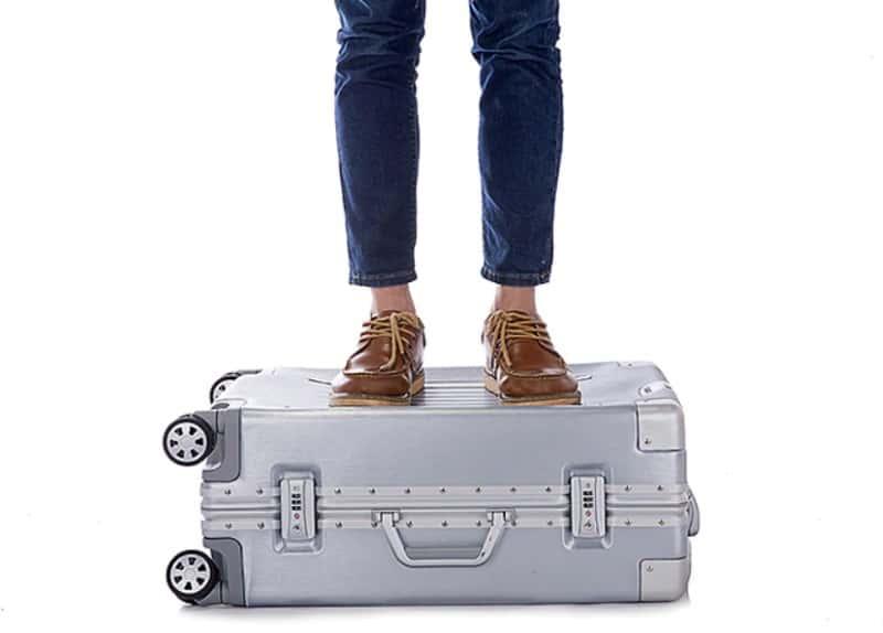 Линейка пластиковых чемоданов Sindemore