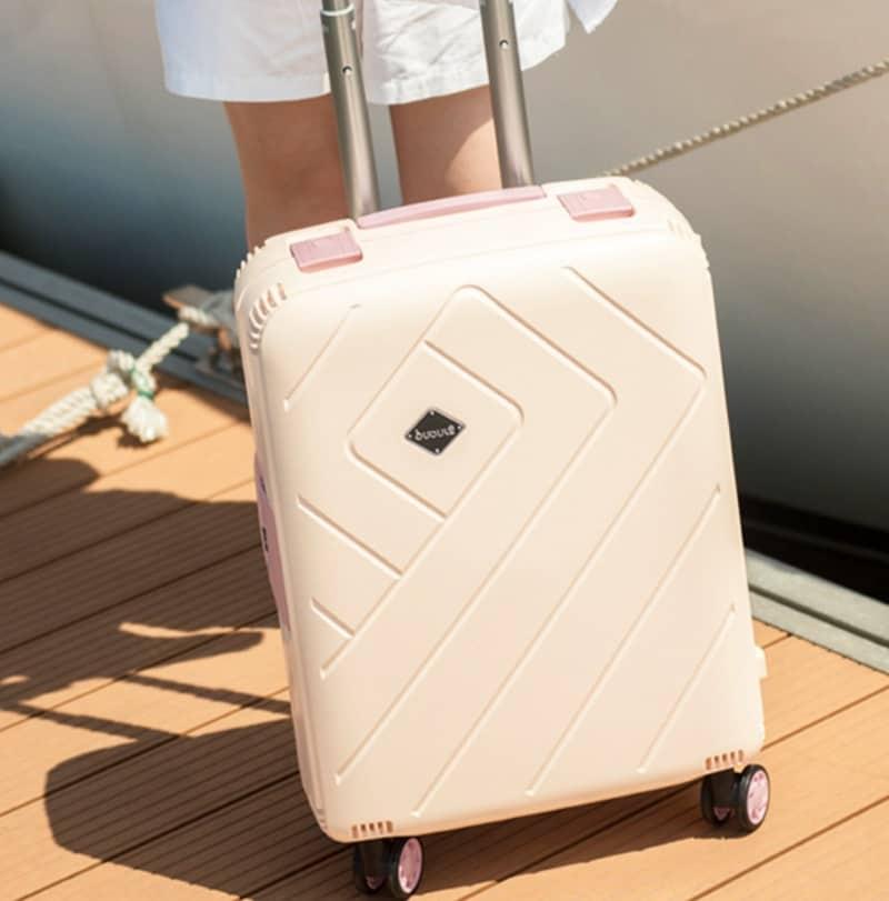 Компактный чемодан для коротких поездок