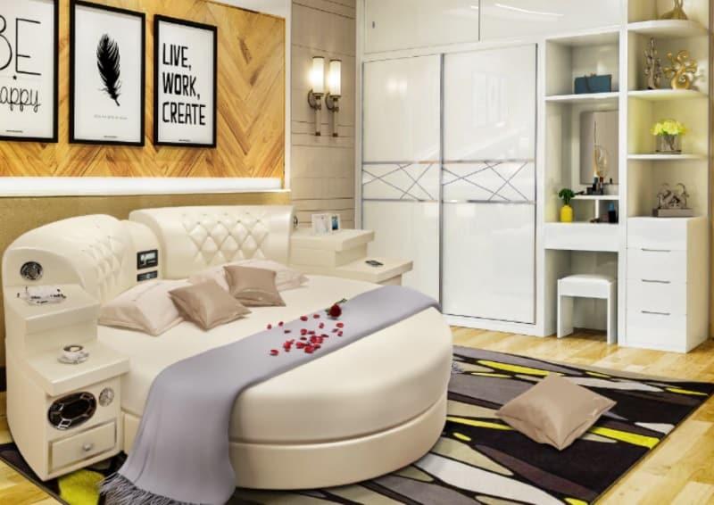 Круглая кровать со встроенной системой развлечений