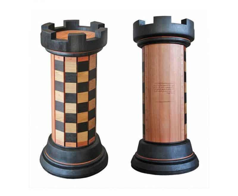 Шахматный набор в виде большой ладьи