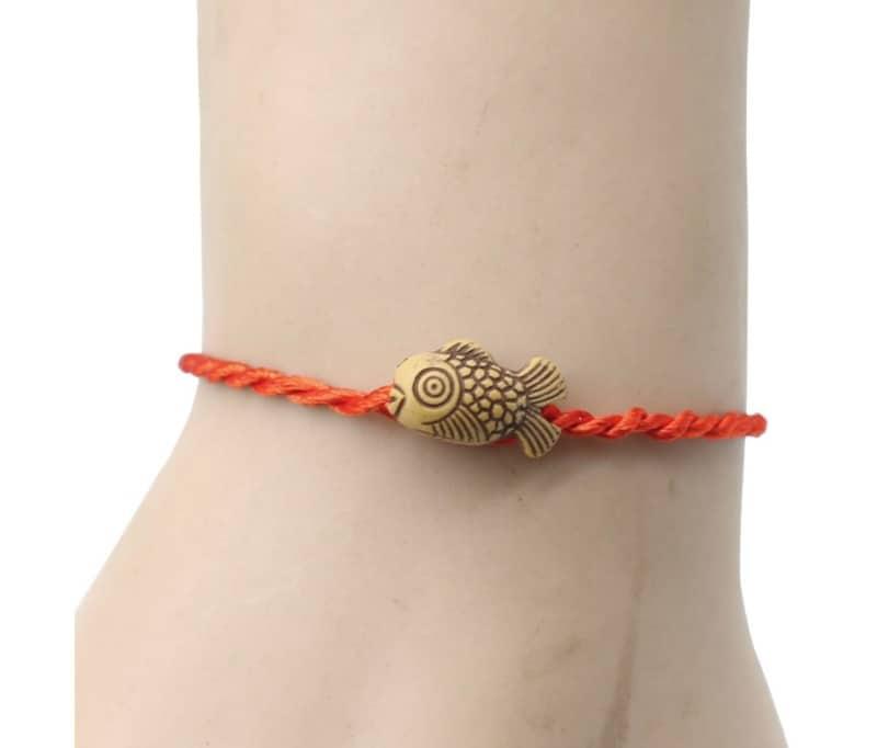 Веревочный браслет с украшением