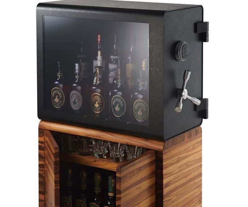 Прозрачный сейф для хранения виски