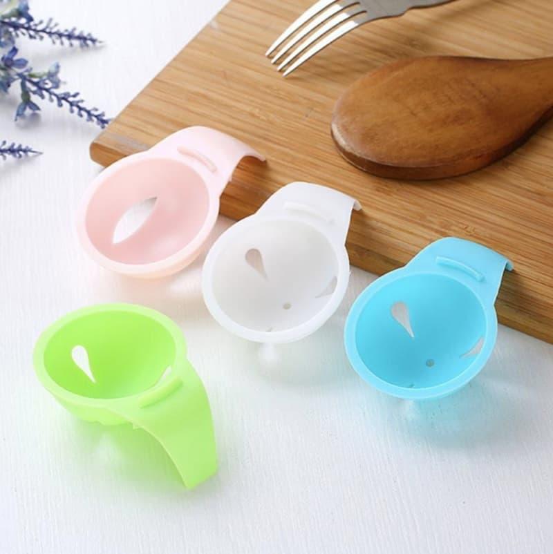 Разделитель белка и желтка с креплением на край посуды