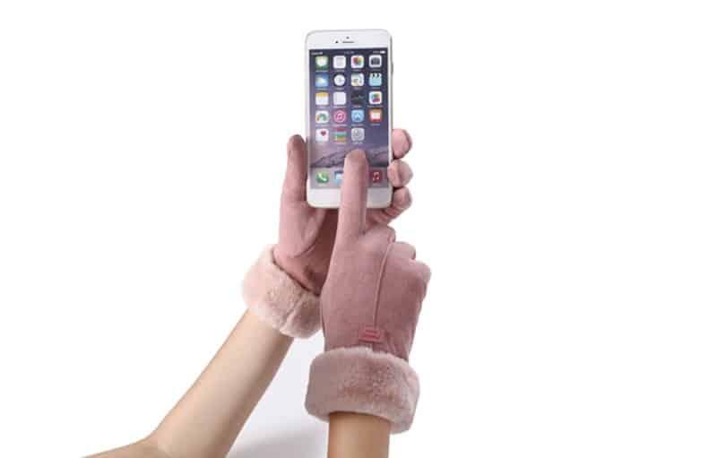 Плюшевые перчатки с узором