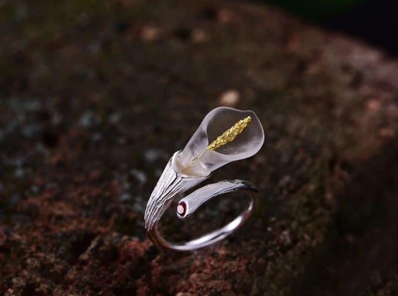 Кольцо в виде лилии