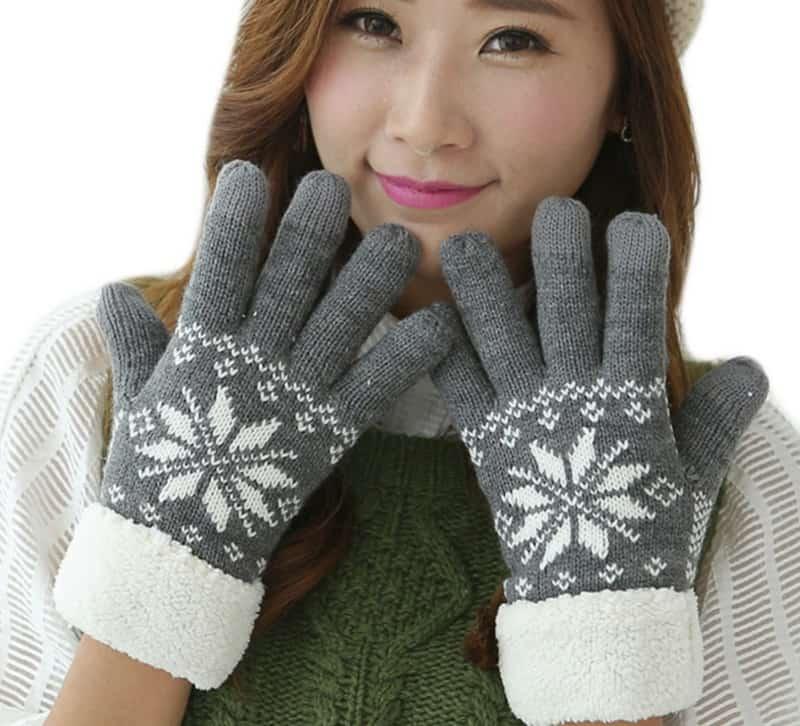 Толстые перчатки со снежинкой