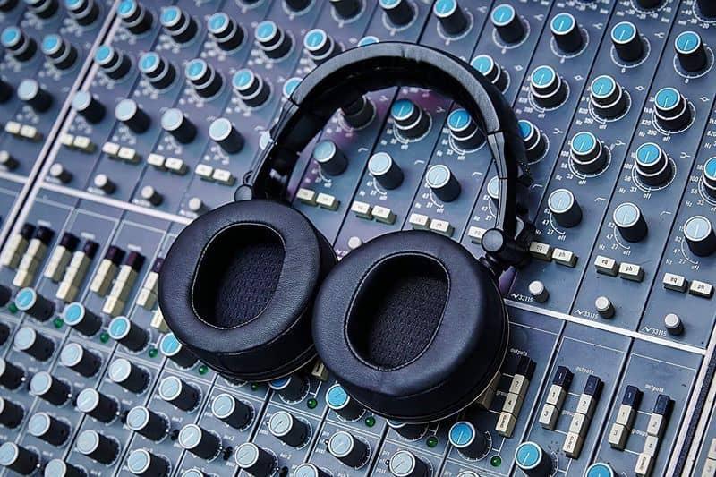 Status Audio CB-1 - недорогие наушники уровня Pro