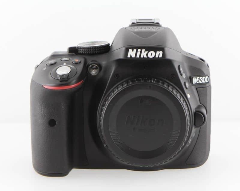 Зеркалка начального уровня Nikon D5300