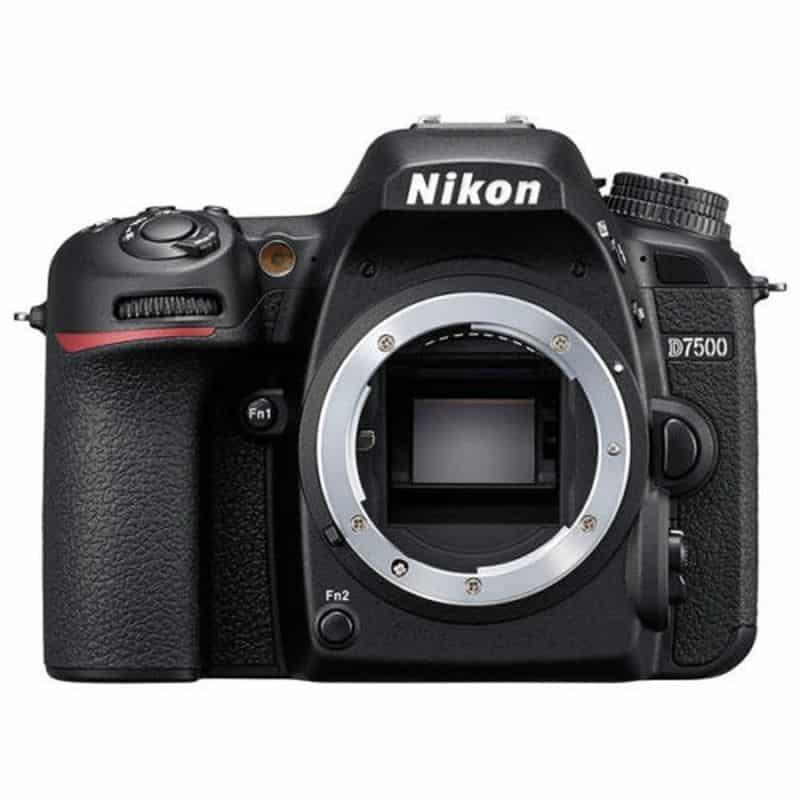 Мощный и функциональный Nikon D7500