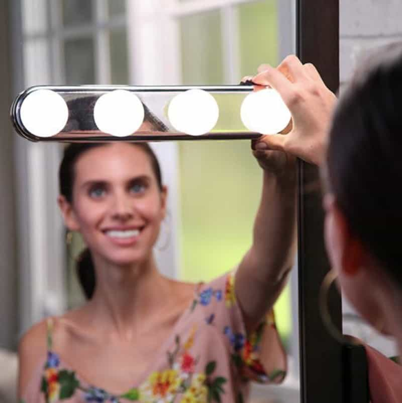 Светильник на зеркало