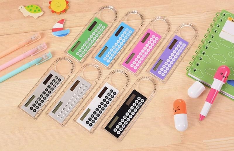 Школьная линейка со встроенным калькулятором
