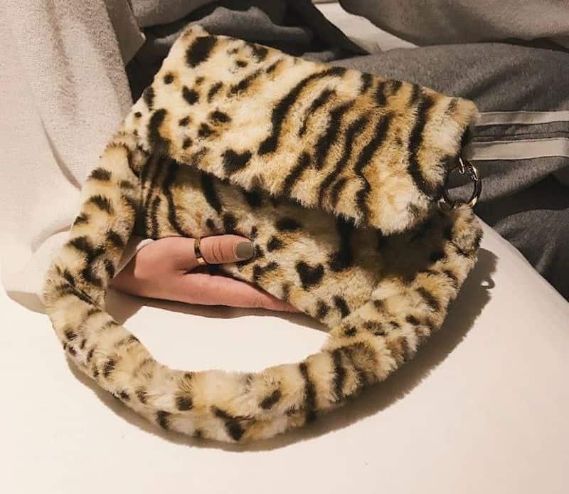 Тигровая сумка из искусственного меха