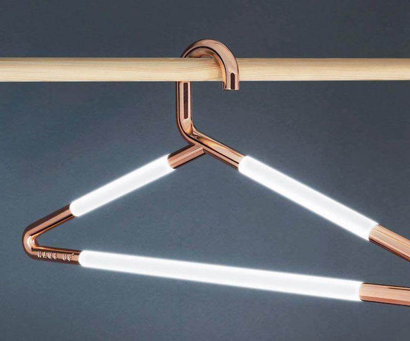 Плечики со встроенной подсветкой