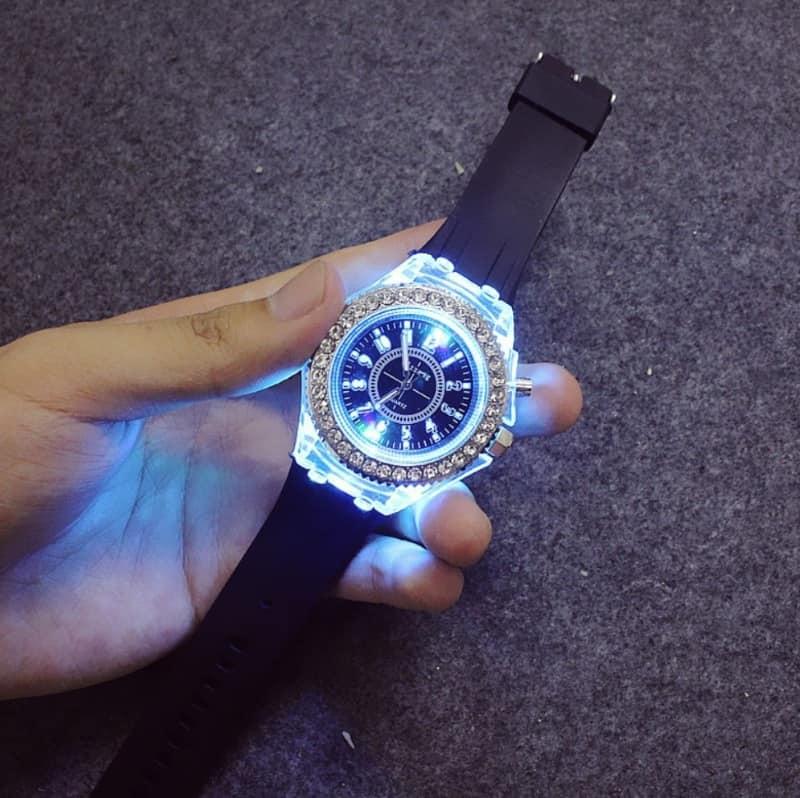 Наручные часы со светодиодной подсветкой