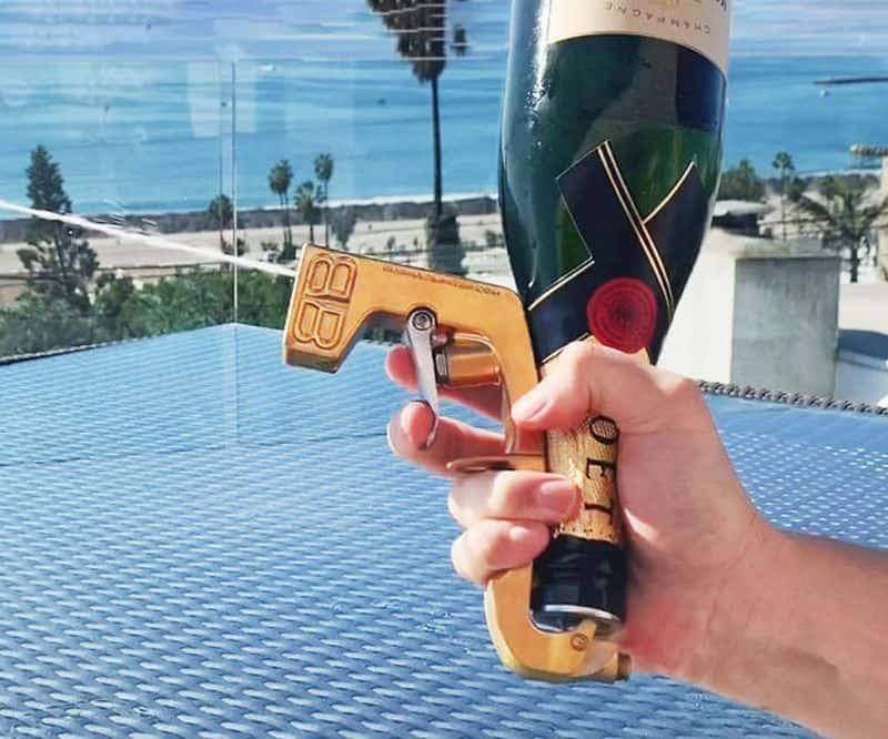 Распылитель для стрельбы шампанским