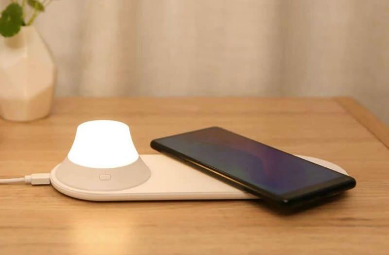 Ночник с функцией беспроводной зарядки Xiaomi Yeelight