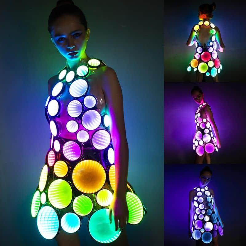 Зеркальное платье с LED-подсветкой