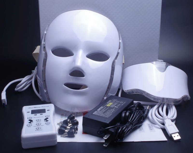 Светотерапевтическая маска для омоложения кожи