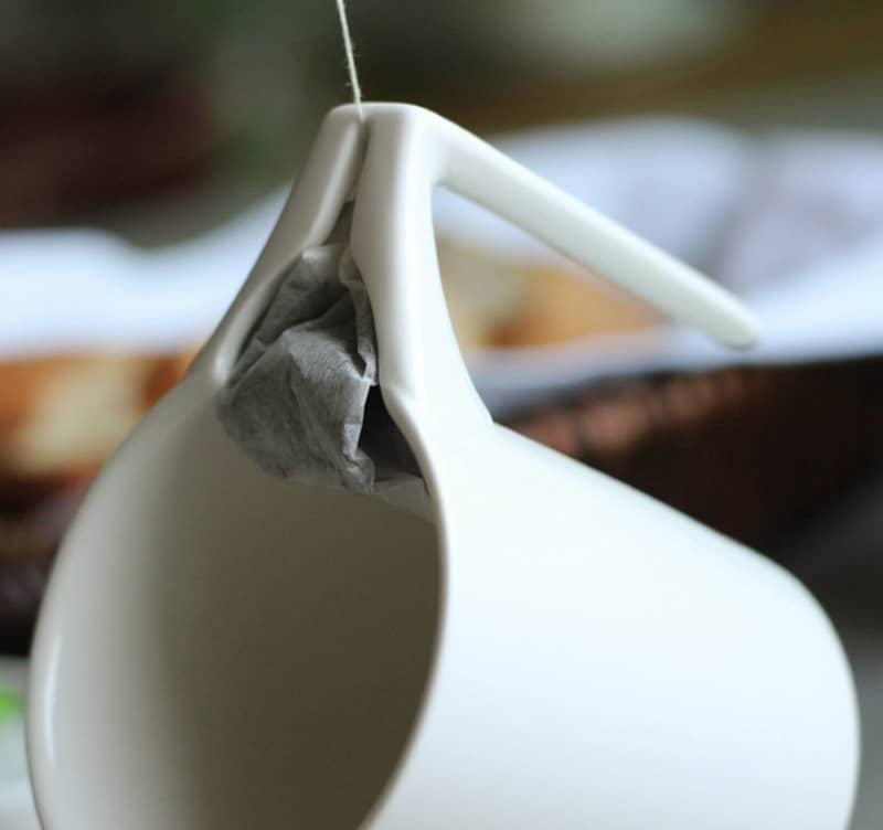 Керамическая кружка с выжимающим держателем для пакетиков NOOLIM