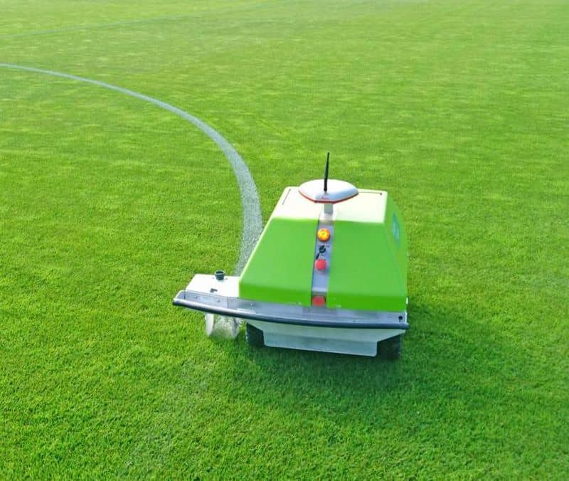 Робот для нанесения разметки на стадионе ION
