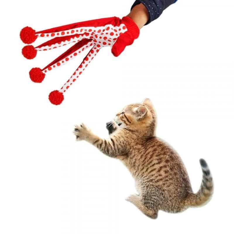 Перчатка для игры с кошками