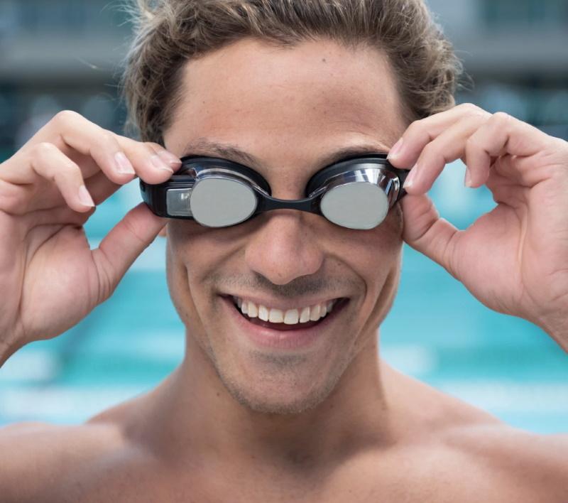 Очки для плавания со встроенным HUD-дисплеем Form