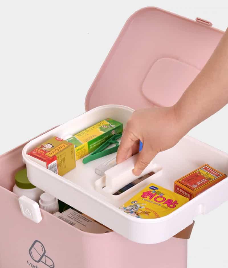 Пластиковая коробка под медикаменты