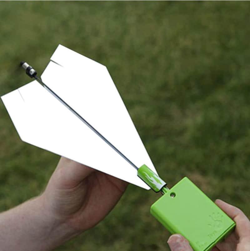 Бумажный самолёт с электромотором