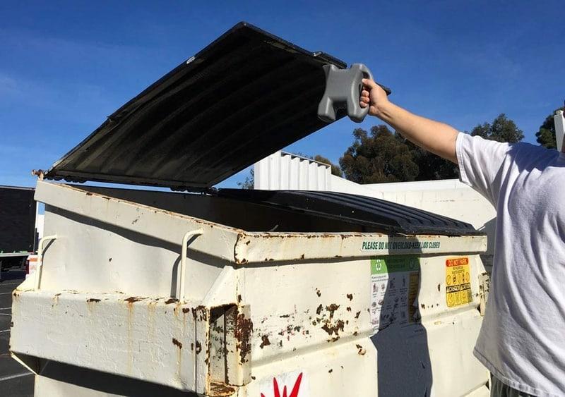 Прихватка для крышки мусорного бака Lid-L-Buddy