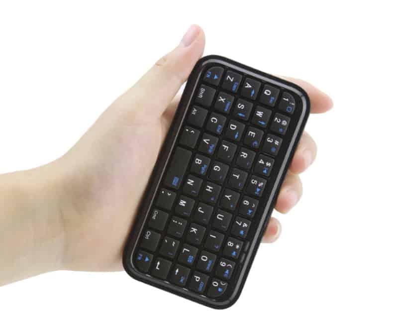 Миниатюрная BT-клавиатура для смартфонов