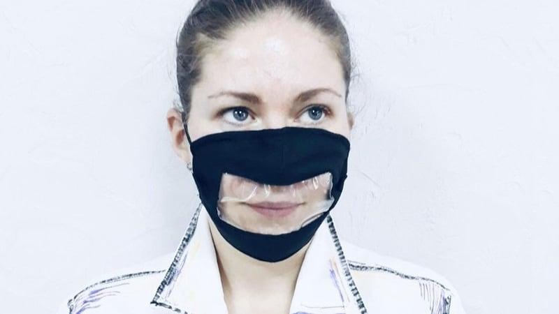 Защитная маска с прозрачным окошком