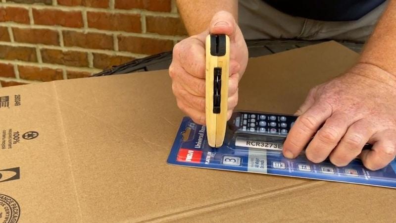 Мультифункциональный инструмент для вскрытия упаковки FLYK