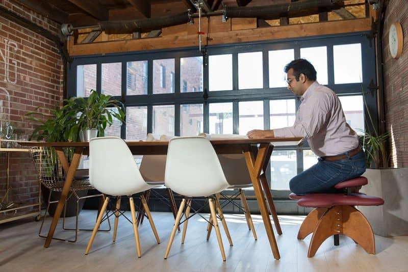 Стул для сидения в позе лотоса
