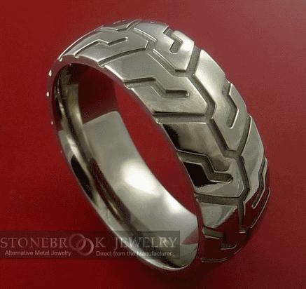 Титановое байкерское кольцо