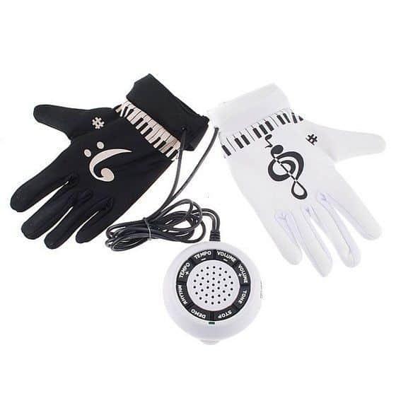 Электронные перчатки пианиста