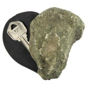 Камень со скрытым контейнером