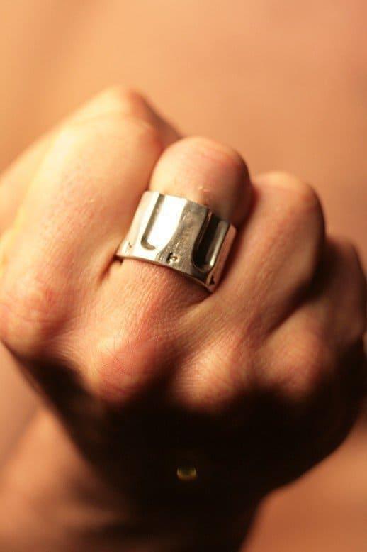 Серебряное кольцо в форме револьверного барабана