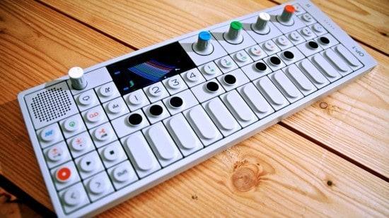 Музыкальный синтезатор Teenage Engineering OP-1