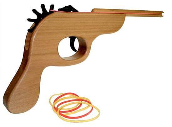 Как сделать револьвер из дерева который стреляет 641