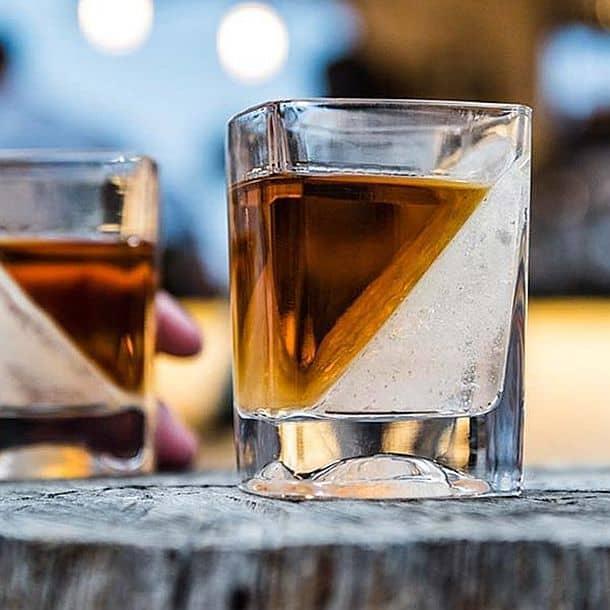 Стакан для виски Whiskey Wedge с клиновидным ледником